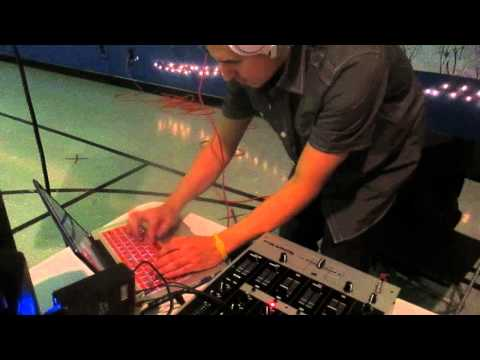 NO TURN TABLES NEEDED DJS ! 2014 NEW TREND ! MUST SEE !