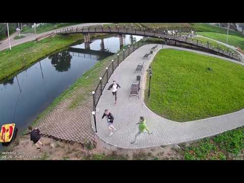 Разыскиваем этих молодых людей, ломавших новый фонтан в Нерехте!