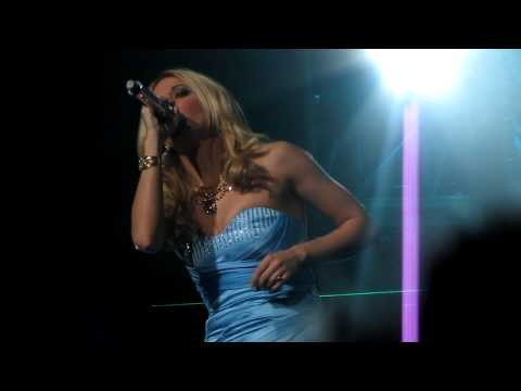 Carrie Underwood - Paradise City with Funny Intro - Live in Lansing
