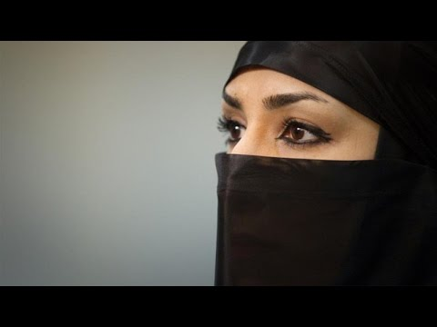 Muslim Woman Attacked For Saying Happy Holidays