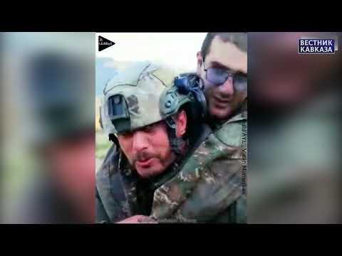 Боец спецназа ВС Азербайджана на себе выносит с поле боя раненного армянского солдата