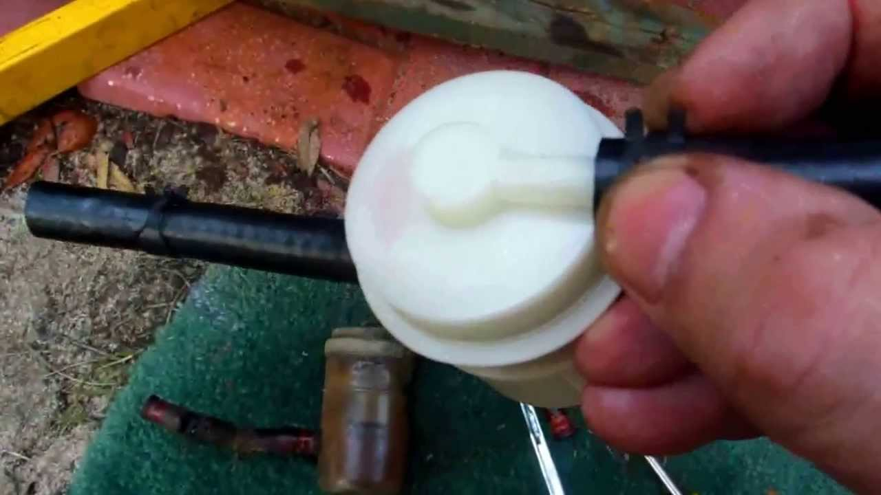 suzuki samurai - changing a gas  fuel  filter