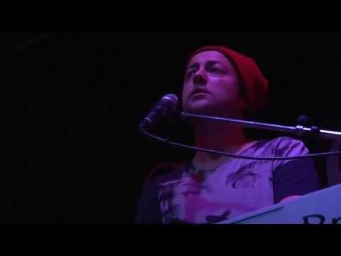 Zdenerwowany Czesław Mozil każe wypierdalać chamskim dziewczynom z koncertu