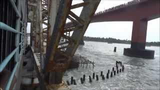 DANGEROUS SEA BRIDGE : INDIAN RAILWAYS TRAIN (PAMBAN SEA BRIDGE )
