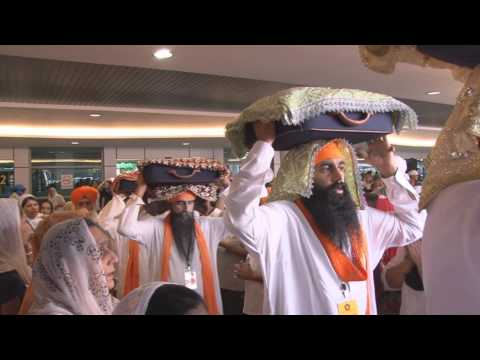 Grand Arrival 41 Saroops Of Guru Maharaaj