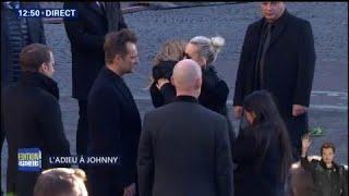 Laeticia Hallyday et ses filles marchent à l'arrière du corbillard de Johnny Hallyday