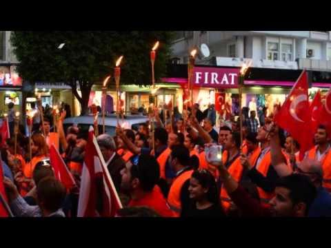Adana'da CHP'liler meşale ile yürüdü