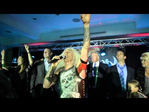 Dee Snider and The Trump Family sing on stage together!