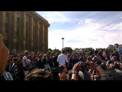 Zlatan Ibrahimovic Al PSG - Torre Eiffel Parigi
