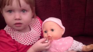 Видео Для Детей.Интерактивный пупс Limo Toy, обзор игрушки, играем, кормим Limo Toy Doll.