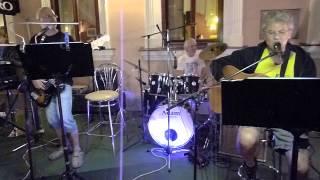 The Beatles Rock and roll music od Fenix z Nitry,Kaviareň Múzeum Nitra 15.8.2014, nahrávka na mobil