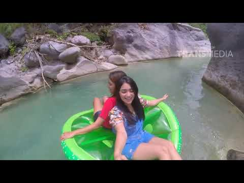 CELEBRITY ON VACATION - Main Air Di Lombok 14/10/17 Part 2