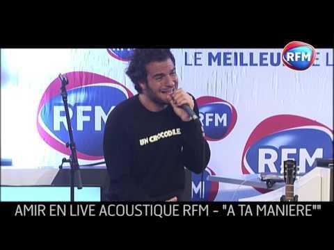 Amir interprète «A ta manière» dans les studios RFM