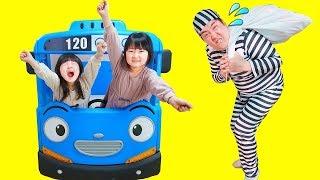 寸劇ごっこ遊び!巨大ちびっこバス・タヨのベッドで子供の秘密基地 Hanemari play Tayo The Little Bus bed - HaneMarisWorld