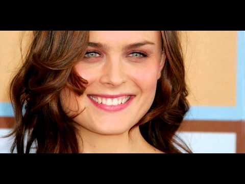 [Audio] The 189th episode of Our Hen House, featuring Emily Deschanel