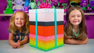 HUGE Rainbow Unicorn Surprise Present Toys for Girls Blind Bags | Kinder Playtime It's a Toy Party!