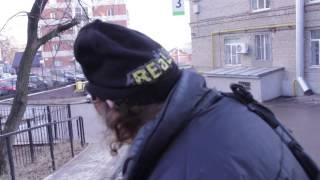 Шок! Известный российский писатель Аркадий Давидович роется на помойке в поисках унитаза ! thumbnail