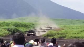 富士総合火力演習2017 [90式戦車の発砲音ヤバ❗]