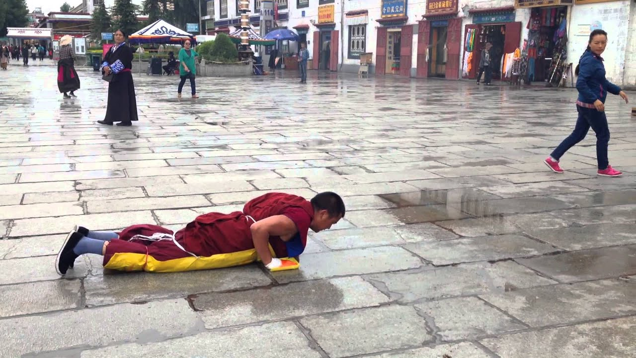 Tibetan Buddhist Monk Praying - YouTube