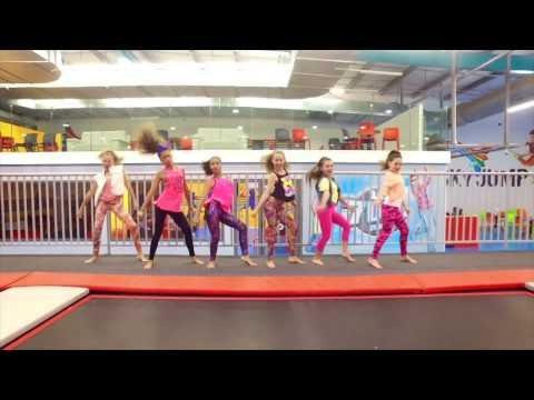 Sak Noel & Salvi ft. Sean Paul - Trumpets || TRAMPOLINE DANCE