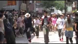2013.6.23、金沢市の竪町商店街にてマイケルジャクソンのフラッシュモブ...