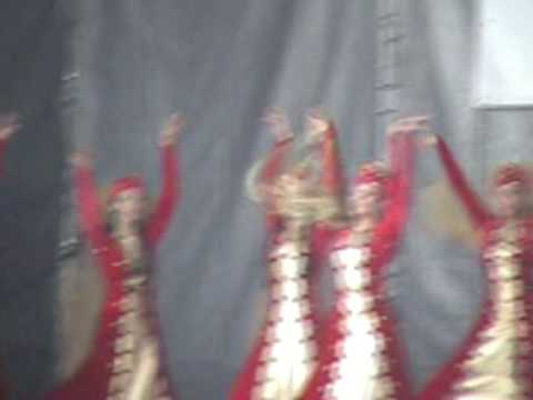 Армяне танцуют Рудн 2008 Armenia
