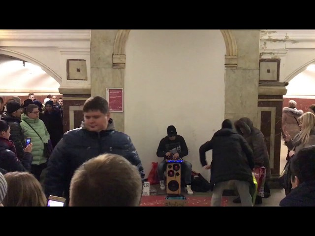 Max DetaL' aka Onminor в московском метро, толпа народу, 2017.12.09