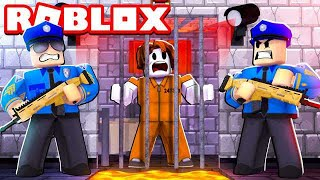BREAKING OUT OF PRISON IN ROBLOX! (BATTLE ROYALE)