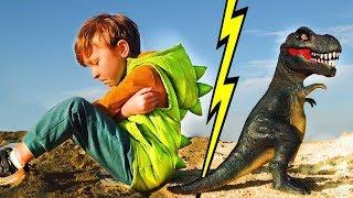 Лёва и динозавр обиделись. Весёлая история