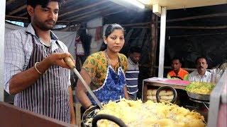 INDIAN LADY SELLING HOT VADA PAV | ...
