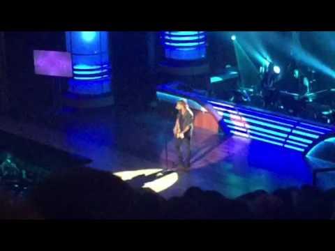 Keith Urban Performs