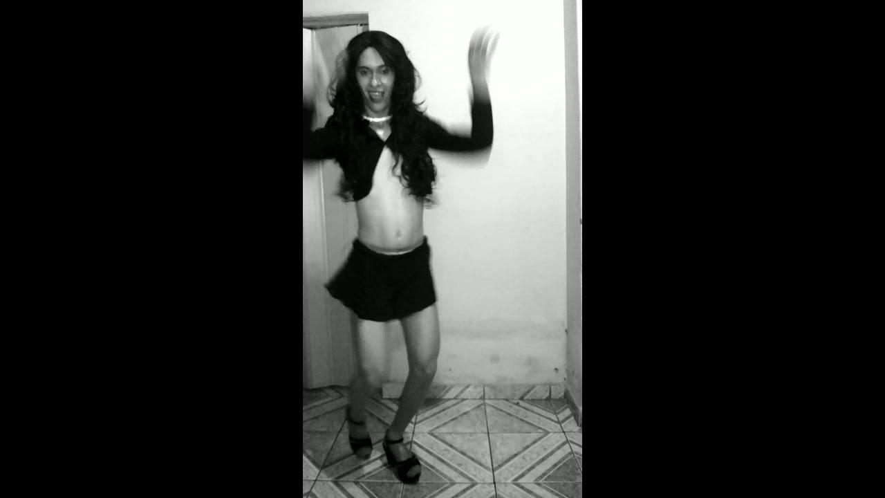 Eu arrasando com música da Anitta Bang
