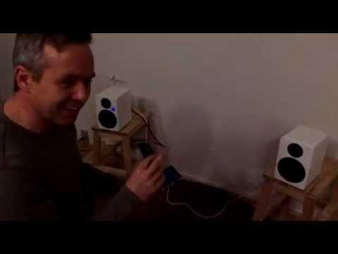 Bekent tager et tættere kig på Monacor BT4 aktive højttalere