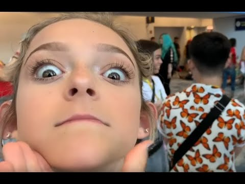 Sarah Dorothy Little At Vidcon With A Crazed Fan LOL !!!