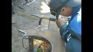 Газорезка металла - циркуль для горелки.(Газорезка метала. Приспособление для газового резака - циркуль. Облегчает работу при резке крупных отверст..., 2013-05-30T07:42:49.000Z)