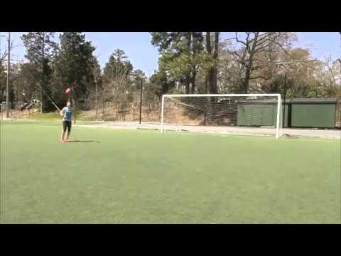 Девушка классно финтует с мячом Crossbar Challenge   Indi Cowie Girl tricks Fifa Street 2013 Woman F