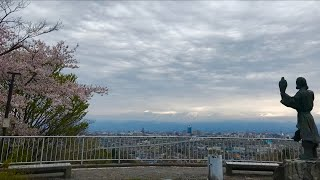 日本一周女ひとり旅264日目。富山県呉羽山で桜と立山連峰Live