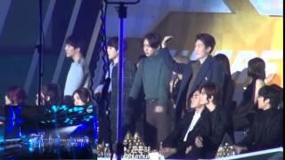 winner exo ft infinite watching 2ne1   come back homecrush at sbs gayo daejun