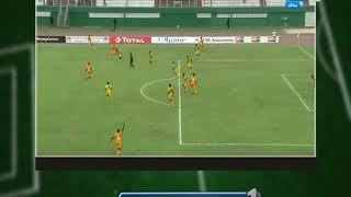 نمبر وان | لقطة مش هاتشوفها الا على الملاعب الافريقية... فريقين بيلعبوا بنفس اللون