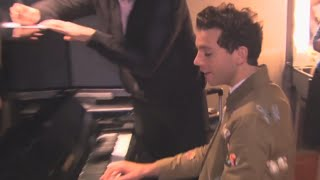MIKA - PLAYING PIANO FOR COACHES (Funny moments)