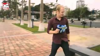 Cover Chàng Tây hài hước cover clip  Anh Không Đòi Quà