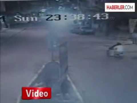 Sındırgı'da Kafa Kafaya Motorsiklet x Otomobil Kazası Mobese Görüntüleri