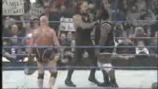 Undertaker ase martinete a Mark Henry