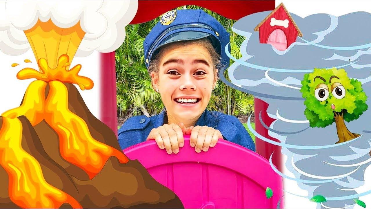 Stacy y Mia finge jugar una persecución policial y aprende las reglas de seguridad.