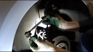пробег 52.000км / VW polo sedan, снимаем и смотрим стойки стабилизатора + заканчиваются колодки