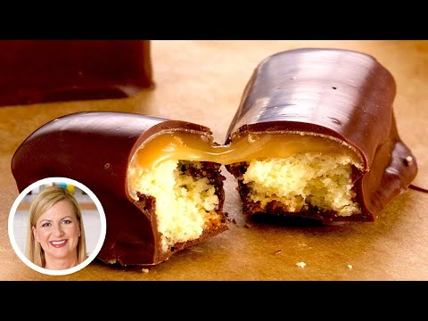 Professional Baker Makes TWIX Chocolate Bars!