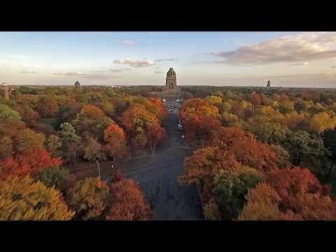 Farbenfroher Herbst - Leipzig aus der Luft