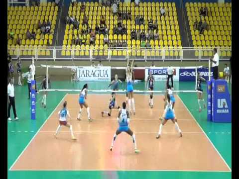 Jésica Soares Middle Blocker # 14 blue vs Molico Osasco