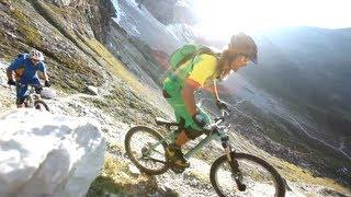 По альпийским горам на велосипеде MTB(Vertriders из Innsbruck славятся своей красивой техникой катания на горном велосипеде на высокой альпийской местнос..., 2013-06-02T05:15:41.000Z)