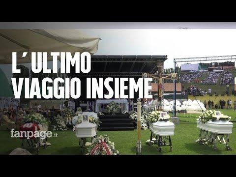 """Incidente Jesolo, in migliaia ai funerali. La sorella di Giovanni: """"Veglia su di noi"""""""